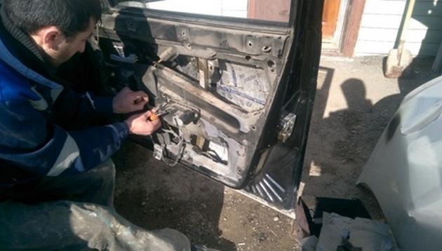 Установка стеклоподъемников ФОРВАРД на LADA Priora в передние двери. Рис 3