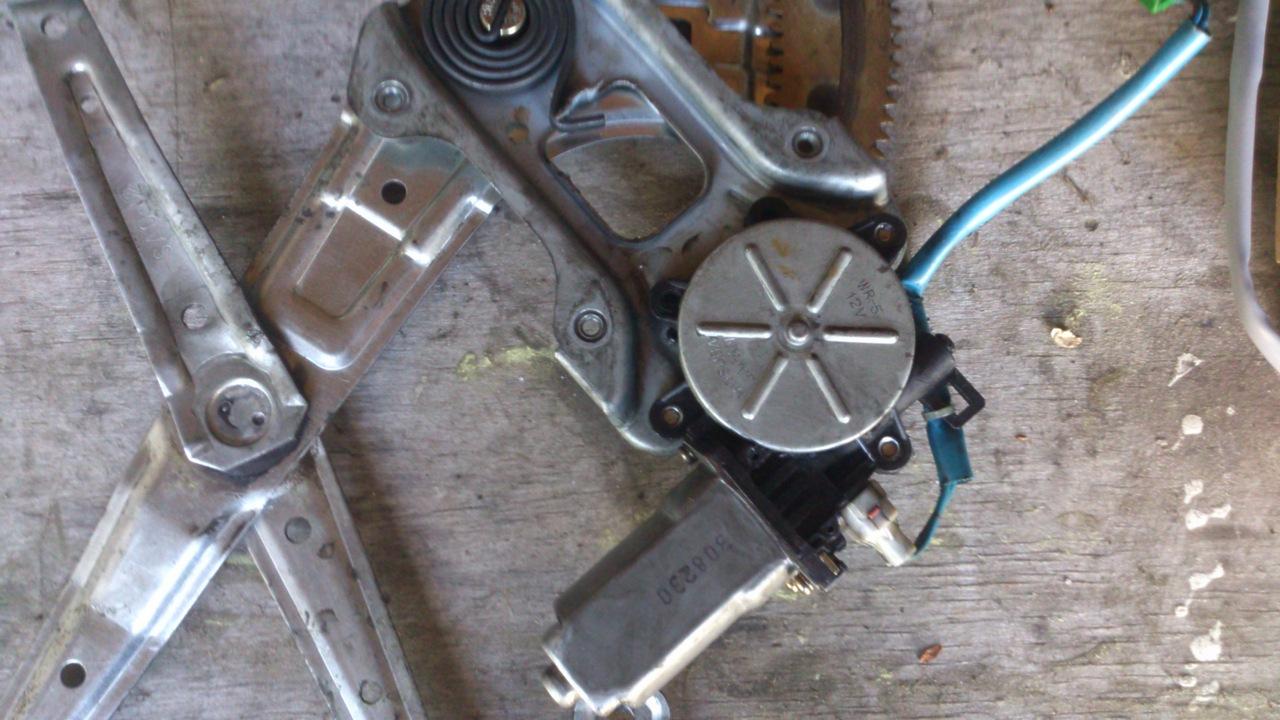Установка моторедуктора ZD12401 на Субару Форестер SG. Рис. 5