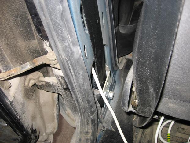 Установка электростеклоподъемников ФОРВАРД в задние двери Chevrolet NIVA. Рис. 8
