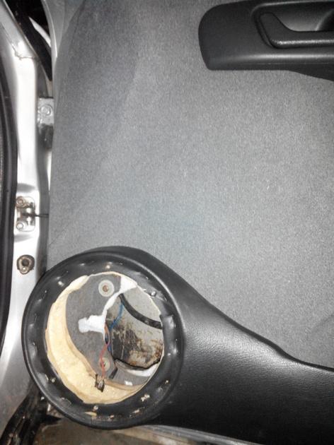 Установка стеклоподъемников ФОРВАРД в передние двери ВАЗ-21124. Рис. 9