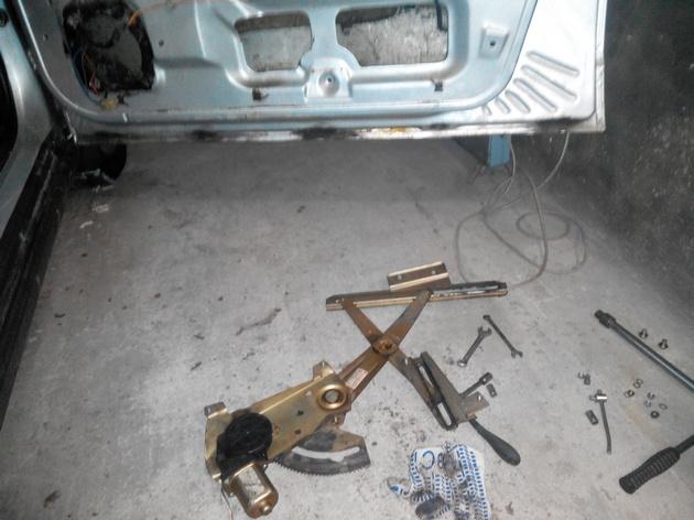 Установка стеклоподъемников ФОРВАРД в передние двери ВАЗ-21124. Рис. 13