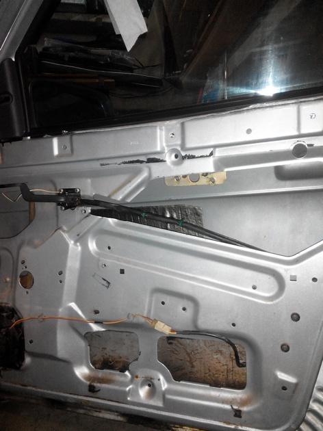 Установка стеклоподъемников ФОРВАРД в передние двери ВАЗ-21124. Рис. 14