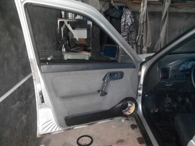 Установка стеклоподъемников ФОРВАРД в передние двери ВАЗ-21124. Рис. 25