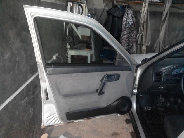 Установка стеклоподъемников ФОРВАРД в передние двери ВАЗ-21124. Рис. 26