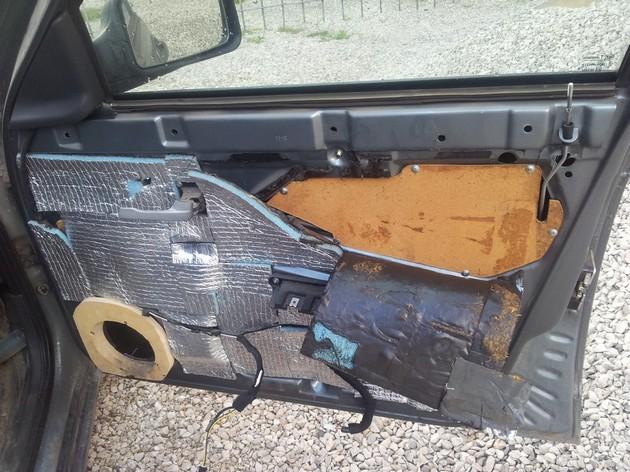 Установка стеклоподъемников ФОРВАРД в передние двери ВАЗ-2171. Рис 1