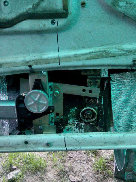 Установка стеклоподъемников ФОРВАРД на ВАЗ-2106 в передние двери. Рис. 11