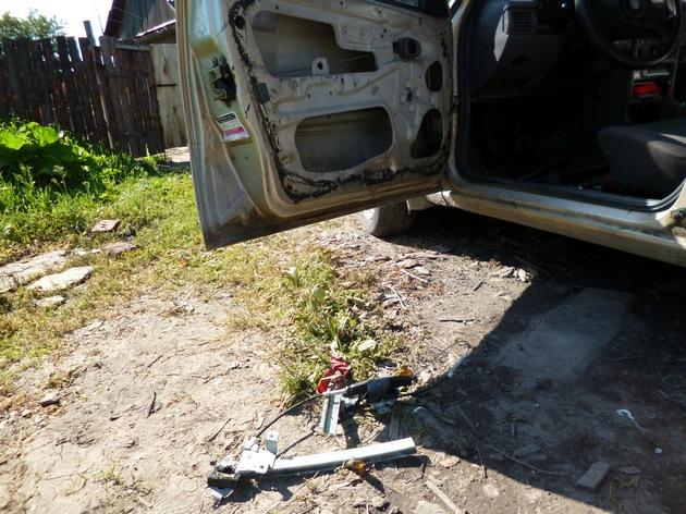 """Установка электростеклоподъемников """"КАТРАН"""" в передние двери Daewoo Nexia. Рис 5"""