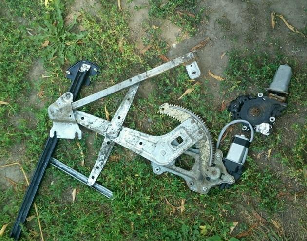 Замена моторедуктора стеклоподъемника на Subaru Forester SG5. Рис. 3