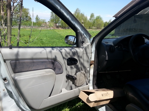 "Установка электрических стеклоподъемников ""ФОРВАРД"" в передние двери Renault Logan I. Рис. 5"