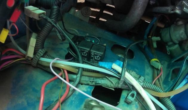 """Установка электрических стеклоподъемников """"ФОРВАРД"""" на ВАЗ-2107 в передние двери. Рис. 6"""
