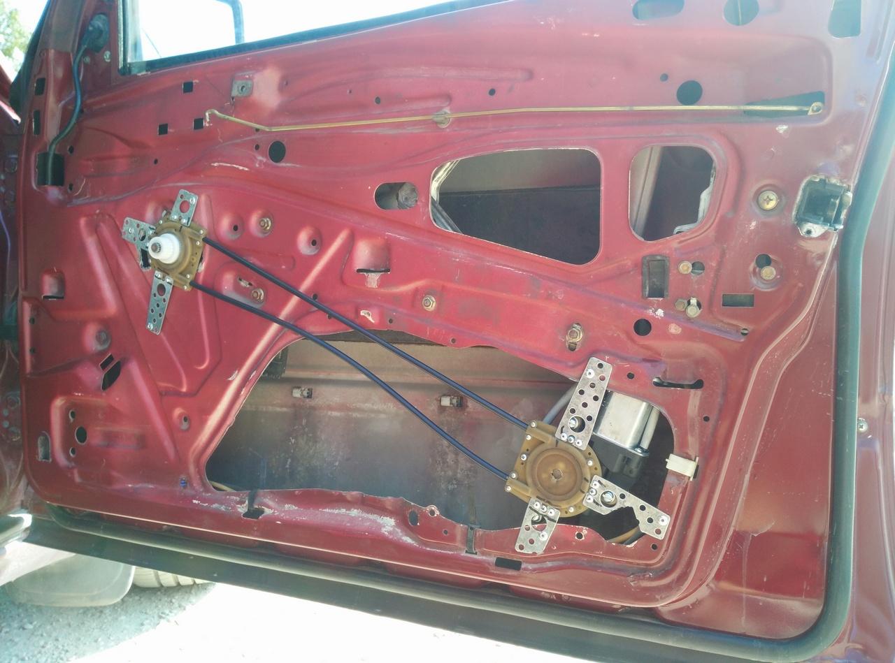 """Установка универсальных электрических стеклоподъемников """"ГРАНАТ"""" и доводчика стеклоподъемников Mongoose CWM-2 на Мерседес W124. Рис. 4"""