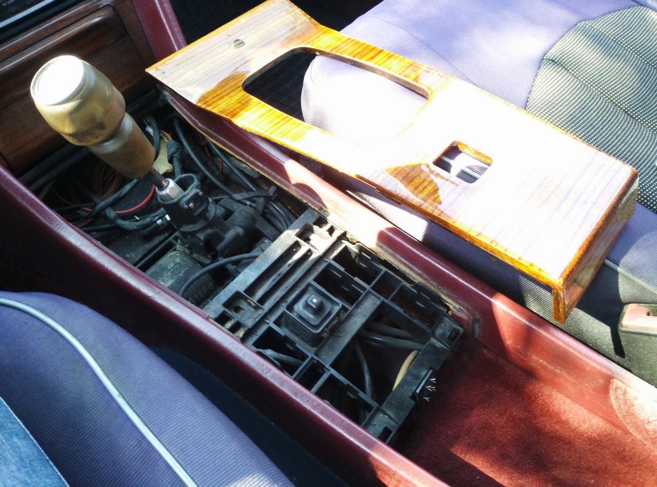 """Установка универсальных электрических стеклоподъемников """"ГРАНАТ"""" и доводчика стеклоподъемников Mongoose CWM-2 на Мерседес W124. Рис. 6"""