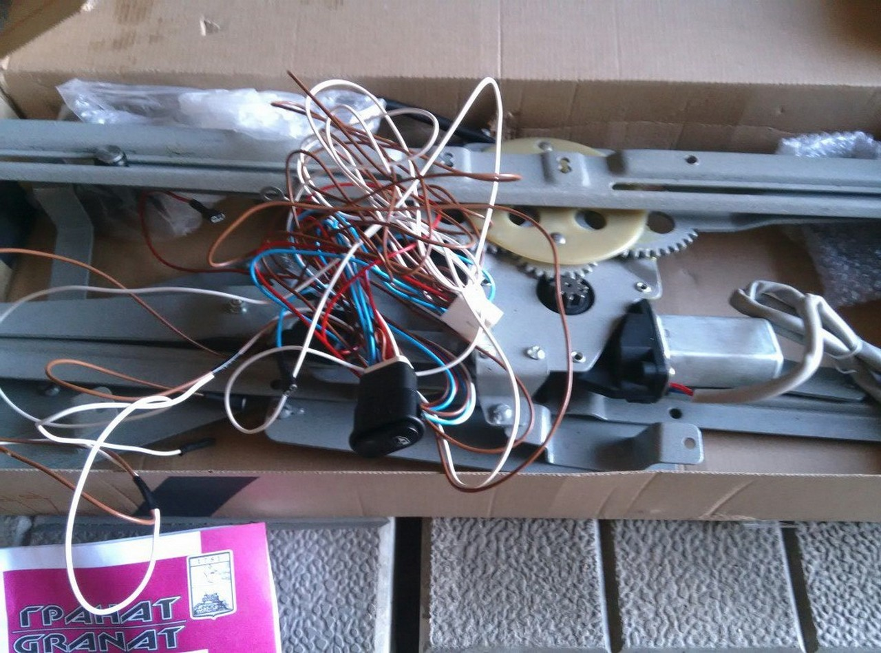 Установка электрических стеклоподъемников ГРАНАТ в передние двери ВАЗ-21099. Рис. 3