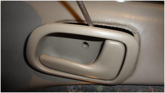 Установка универсальных электростеклоподъемников TITAN PW2 на Toyota Corolla. Рис. 8