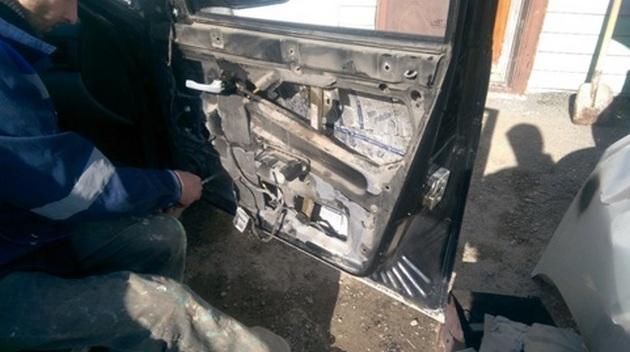 Установка стеклоподъемников ФОРВАРД на LADA Priora в передние двери. Рис 4