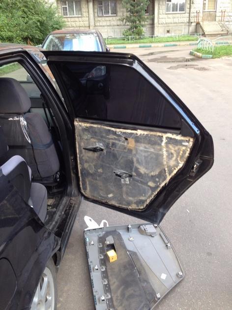 Установка в задние двери стеклоподъемников ФОРВАРД для LADA Priora. Рис. 5