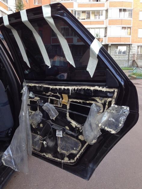 Установка в задние двери стеклоподъемников ФОРВАРД для LADA Priora. Рис. 6