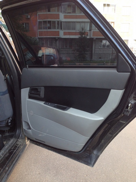 Установка в задние двери стеклоподъемников ФОРВАРД для LADA Priora. Рис. 10
