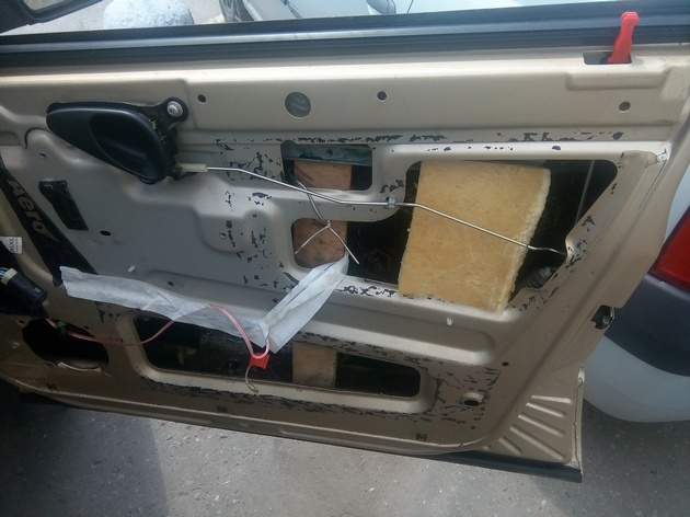 "Установка стеклоподъемников ""ФОРВАРД"" в передние двери Chevrolet NIVA. Рис. 1"