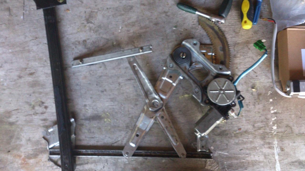 Установка моторедуктора ZD12401 на Субару Форестер SG. Рис. 4