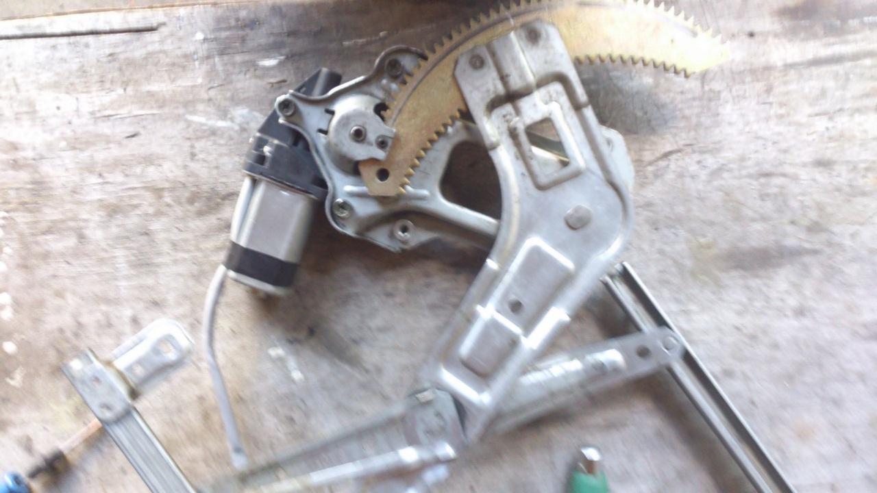 Установка моторедуктора ZD12401 на Субару Форестер SG. Рис. 8