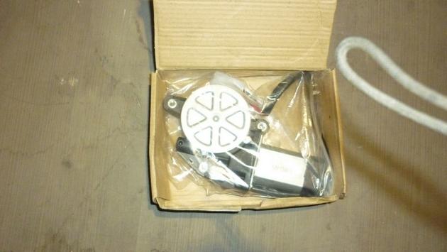 Замена моторедуктора правого электростеклоподъемника Subaru Forester S11. Рис. 2