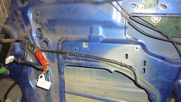 Замена моторедуктора правого электростеклоподъемника Subaru Forester S11. Рис. 6