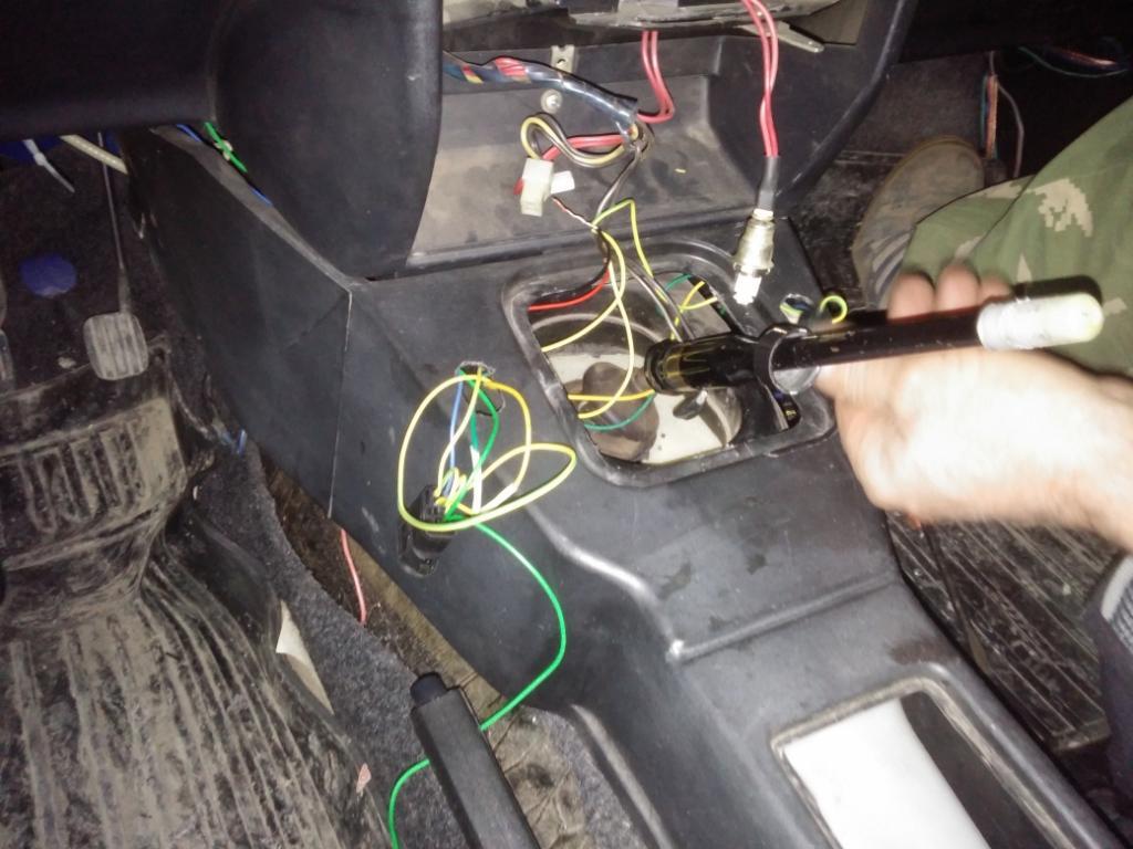 Установка в передние двери электростеклоподъемников ФОРВАРД на ИЖ-2126 . Рис. 7