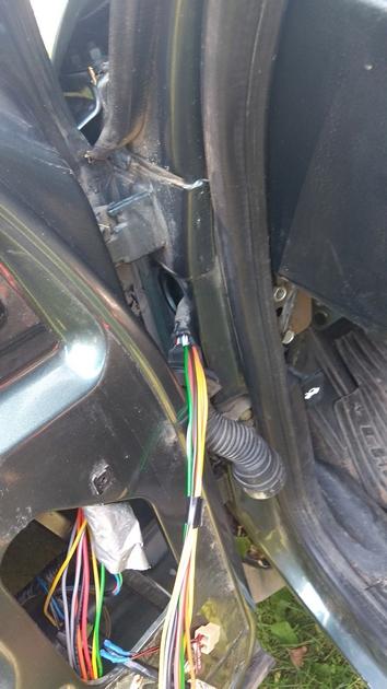"Установка передних и задних электростеклоподъемников ""ФОРВАРД"" на Chevrolet NIVA. Рис 19"