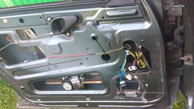 "Установка передних и задних электростеклоподъемников ""ФОРВАРД"" на Chevrolet NIVA. Рис 25"
