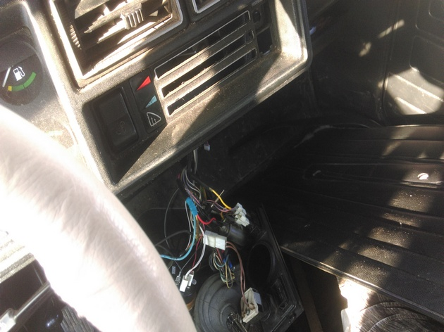 "Установка электростеклоподъёмников ""ФОРВАРД"" в передние двери ВАЗ-2107. Рис. 4"