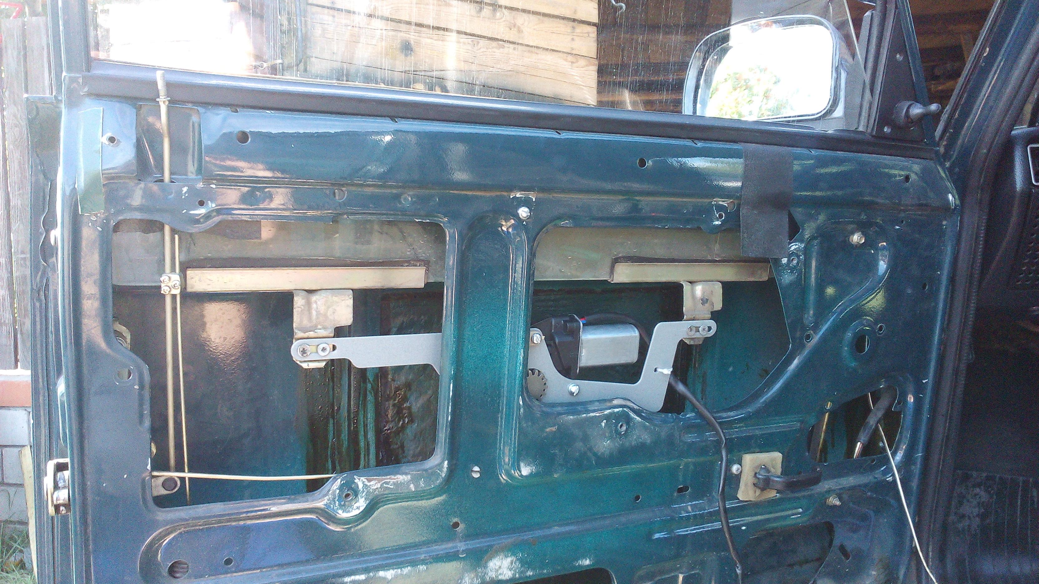 Установка стеклоподъемников ГРАНАТ на ВАЗ-2107. Рис. 3
