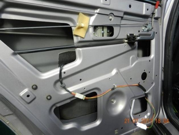 """Установка стеклоподъемников """"ФОРВАРД"""" на ВАЗ-2112 в задние двери РИС. 6"""