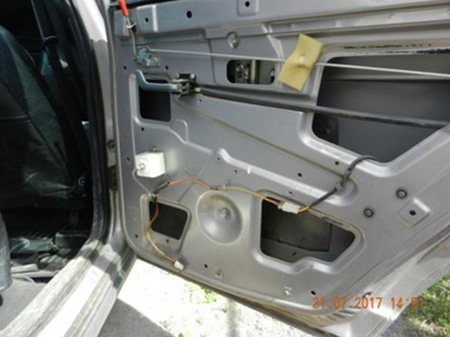 """Установка стеклоподъемников """"ФОРВАРД"""" на ВАЗ-2112 в задние двери РИС. 7"""