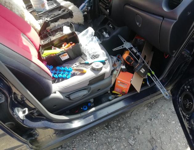 Установка универсальных электростеклоподъемников SAV на Daewoo Matiz. Рис. 7