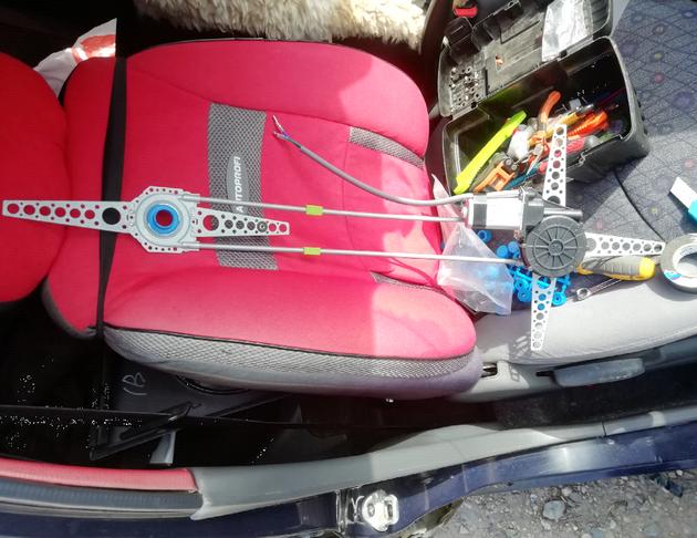 Установка универсальных электростеклоподъемников SAV на Daewoo Matiz. Рис. 8
