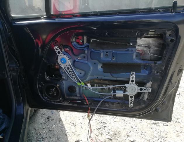 Установка универсальных электростеклоподъемников SAV на Daewoo Matiz. Рис. 10