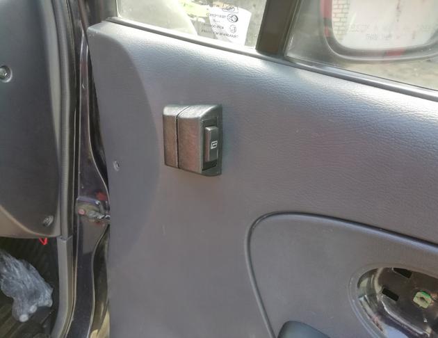 Установка универсальных электростеклоподъемников SAV на Daewoo Matiz. Рис. 14