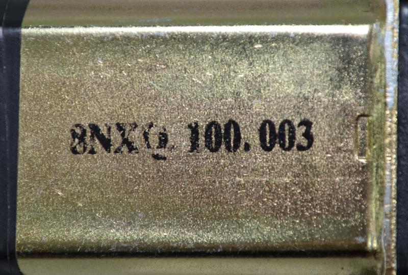 На корпусе двигателей оригинальных стеклоподъемников имеется заводская маркировка (артикул самого мотора)