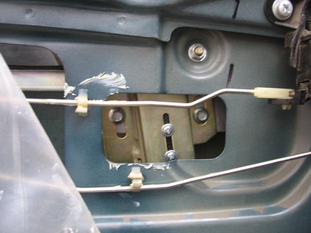 Установка электростеклоподъемников ФОРВАРД в задние двери Chevrolet NIVA. Рис. 7