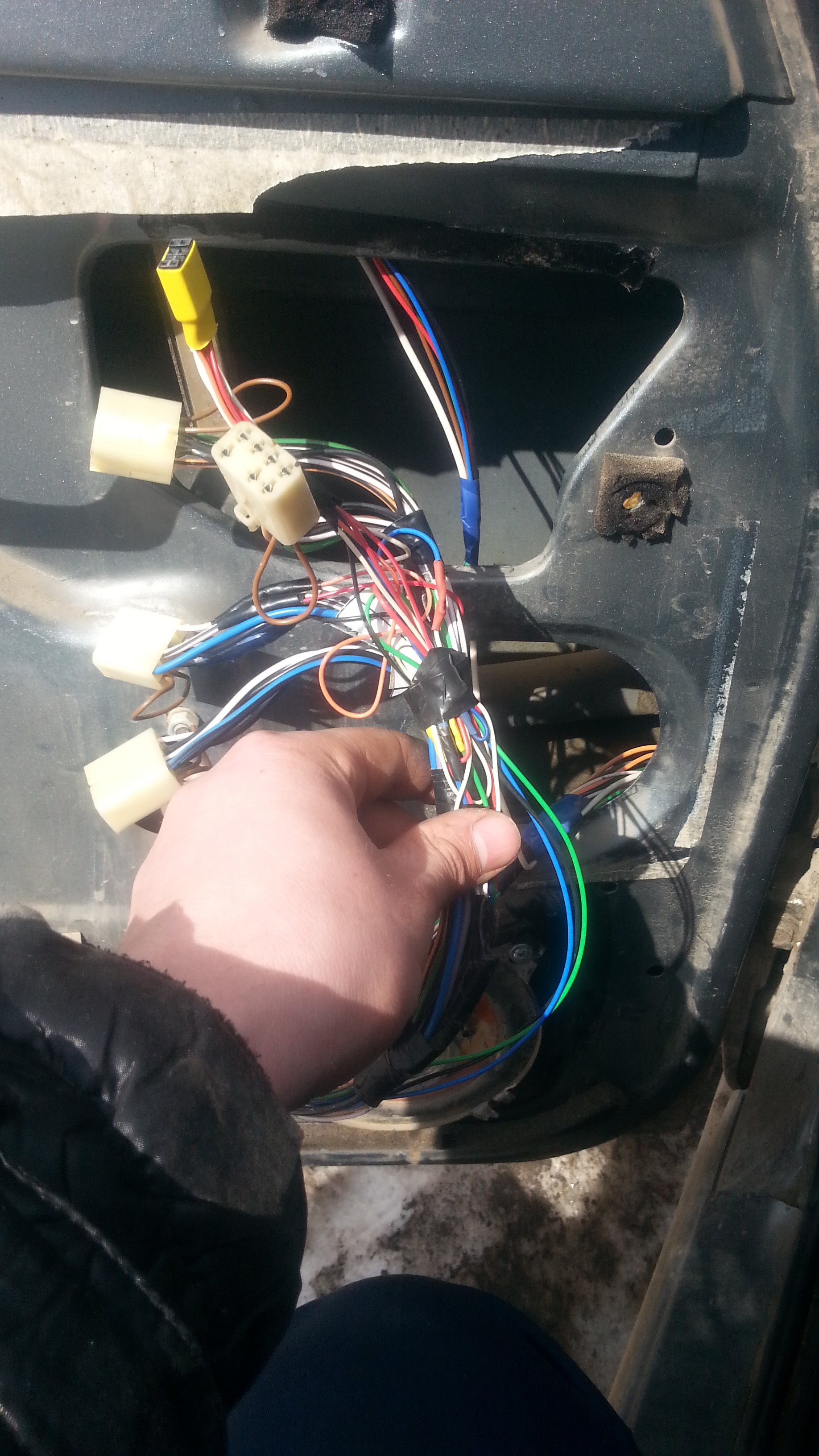 Установка блока переключателей стеклоподъемников и управления зеркалами UAZ Patriot и ГАЗель-NEXT. Рис. 12