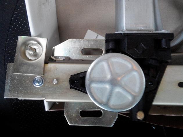 Установка стеклоподъемников ФОРВАРД в передние двери ВАЗ-21124. Рис. 6
