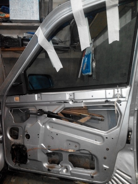 Установка стеклоподъемников ФОРВАРД в передние двери ВАЗ-21124. Рис. 12