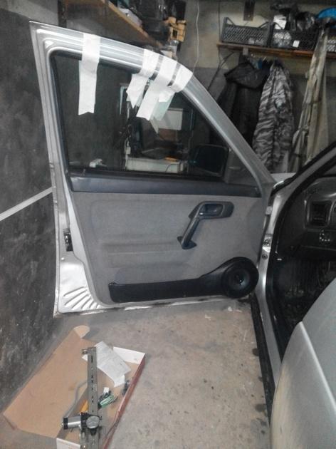 Установка стеклоподъемников ФОРВАРД в передние двери ВАЗ-21124. Рис. 18