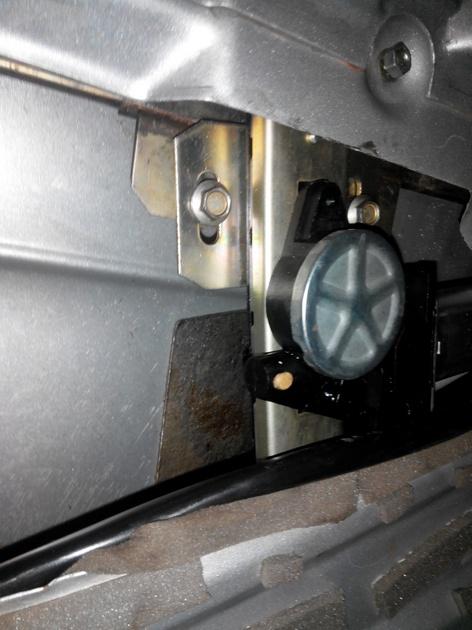 Установка стеклоподъемников ФОРВАРД в передние двери ВАЗ-21124. Рис. 23
