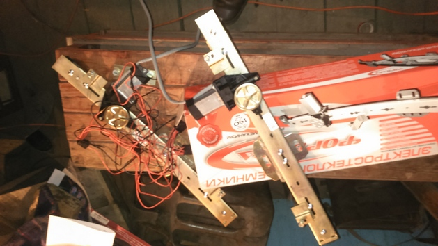"Установка стеклоподъемников ФОРВАРД в передние двери ИЖ-2126 ""Ода"". Рис. 1"