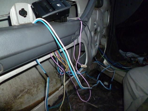 """Установка электростеклоподъемников """"КАТРАН"""" в передние двери Daewoo Nexia. Рис 9"""