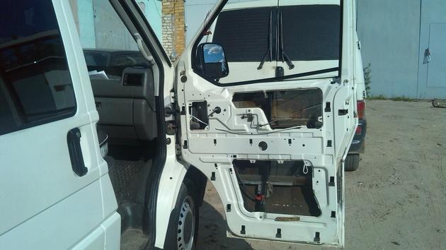 """Установка на VW Transporter T4 электростеклоподъемников """"ГРАНАТ"""" и доводчика стеклоподъемников Pandora DWM-210 Рис. 11"""
