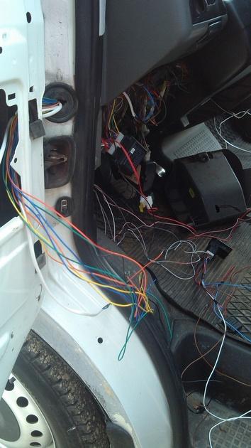 """Установка на VW Transporter T4 электростеклоподъемников """"ГРАНАТ"""" и доводчика стеклоподъемников Pandora DWM-210 Рис. 16"""
