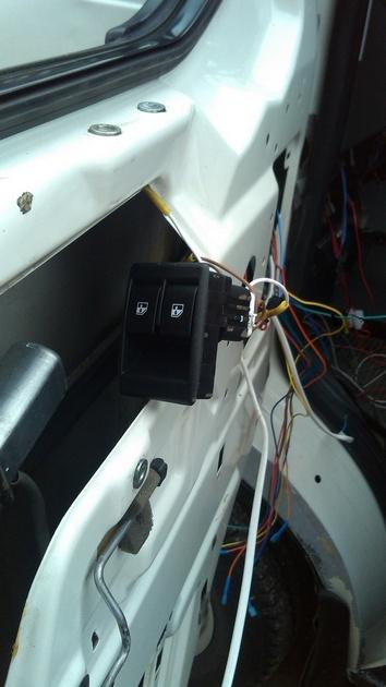"""Установка на VW Transporter T4 электростеклоподъемников """"ГРАНАТ"""" и доводчика стеклоподъемников Pandora DWM-210 Рис. 17"""
